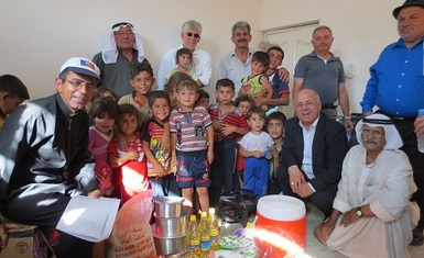 A joint team from CSI & HHRO delivering aid to IDPs from Mosul, Hamdaniya …