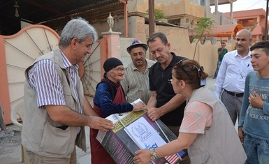 Hammurabi Human Rights Organization continues to implement its field relief program and includes (320) families in Baghdida (Karakush)  by distributing 250 domestic systems for purification and desalination of water