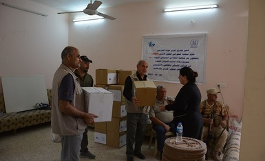 In support of the returnees, Hammurabi Human Rights Organization distributes 230 food baskets in the town of Karamlis.