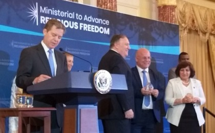 US Secretary of State, Mr. Pompeo, honors Ms. Pascal Warda and Mr. William Warda as winners of the International Religious Freedom Award from Iraq during the Ministerial Conference on the Promotion of Religious Freedom in Washington on 18-7-2019.